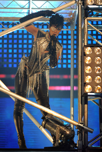 amas-rihanna-performance1