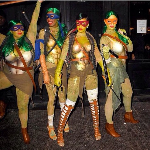 Rihanna and her friends went as the Ninja Turtles. (Instagram/mdollas11)